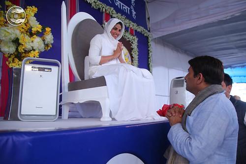 President BJP Delhi, Manoj Tiwari, seeking blessings