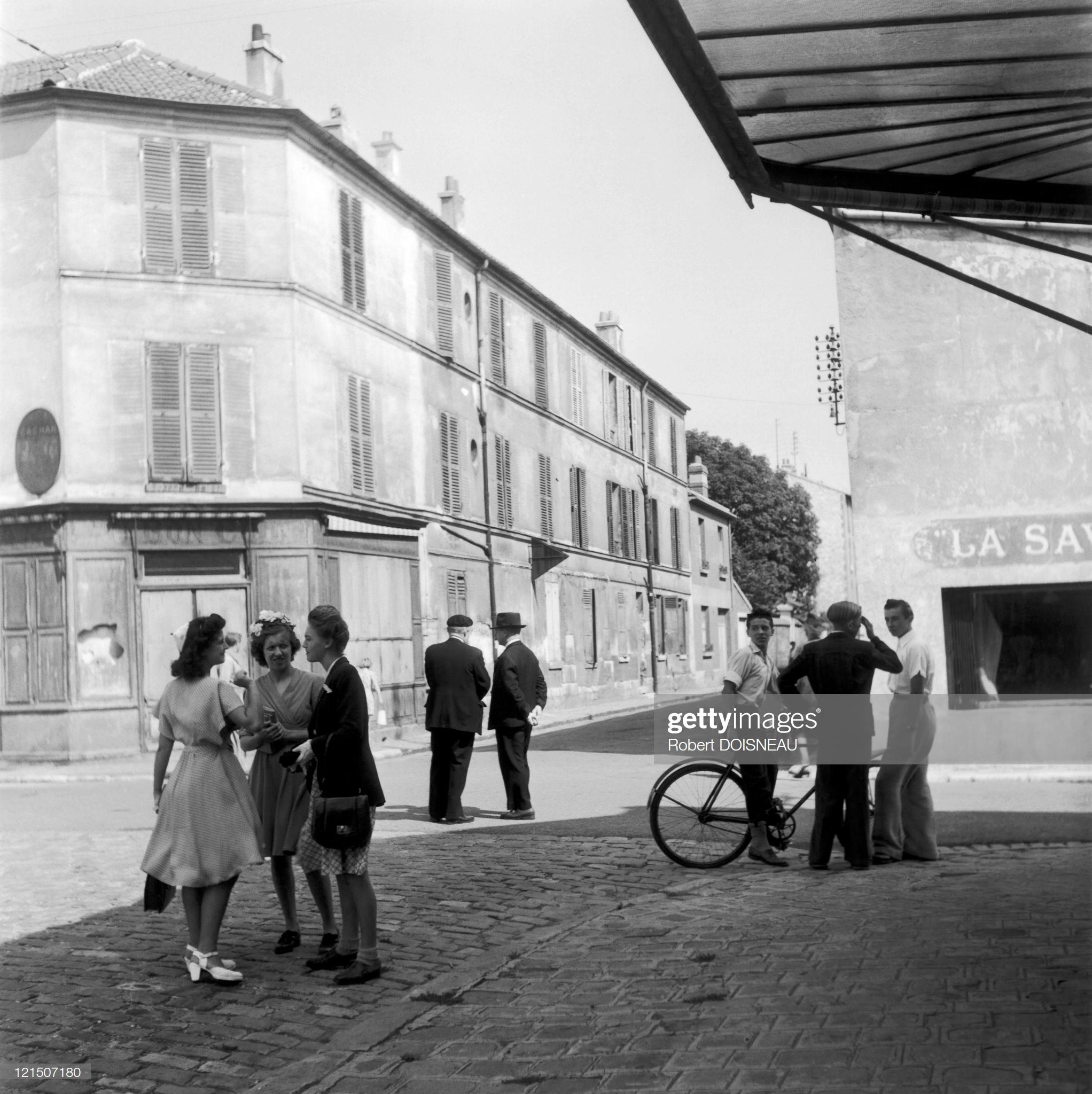 1945. Повседневная жизнь в Аркёй, в пригороде Парижа