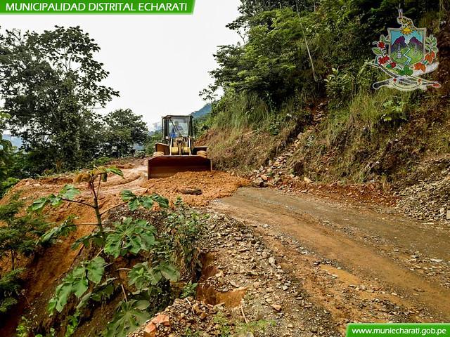 Trabajos de limpieza por derrumbes ocurridos en la troncal Ivochote - Kiteni margen derecha sector de Yomentoni