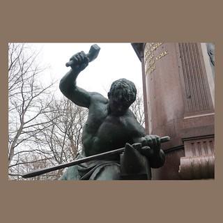 Hammer, Amboss und Schwert