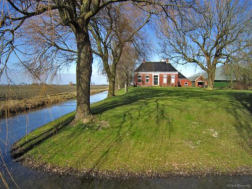 Groningen: Saaxumhuizen farmhouse Nescio
