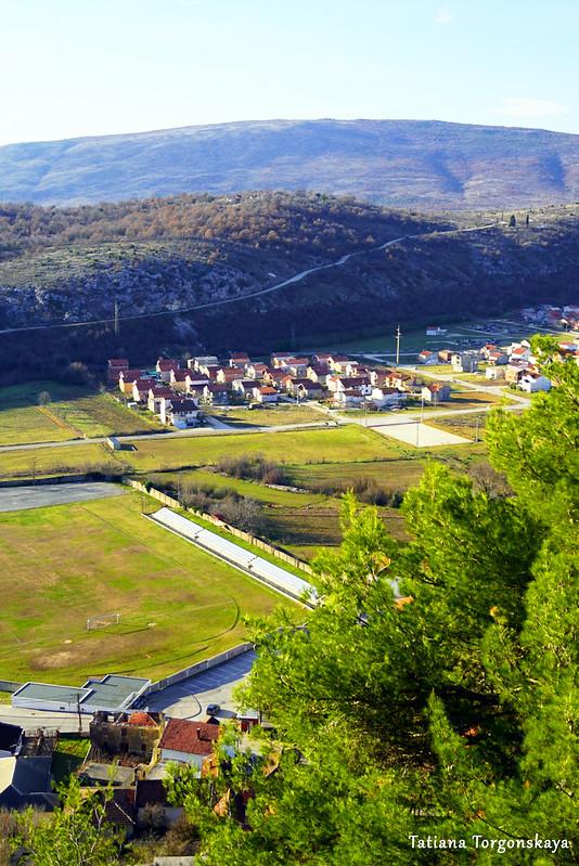 Территория под крепостью, вид с верхнего уровня