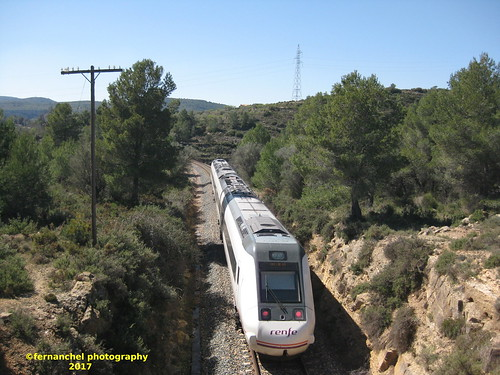 Tren de media distancia de Renfe (Zaragoza Miraflores-->Valencia) a su paso por BENAFER (Castellón)