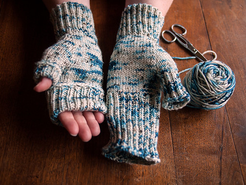 Point Edwards Mitts by Fairlight Fibres