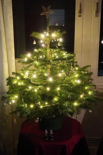 After Eight Schokolade Weihnachtsmänner unterm Weihnachtsbaum
