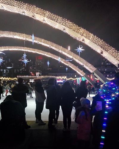 Arches (3) #toronto #torontocityhall #nathanphilipssquare #night #christmas #christmaseve #arch #latergram