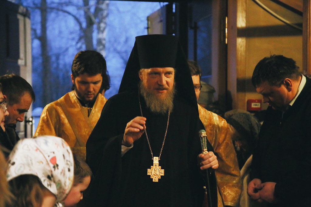 Епископ Домодедовский Иоанн совершил Всенощное бдение в храме Новомучеников Подольских в Шишкином Лесу