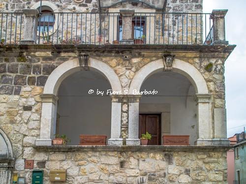 Cerreto Sannita (BN), 2019, Mascheroni apotropaici su portoni e chiavi di volta.