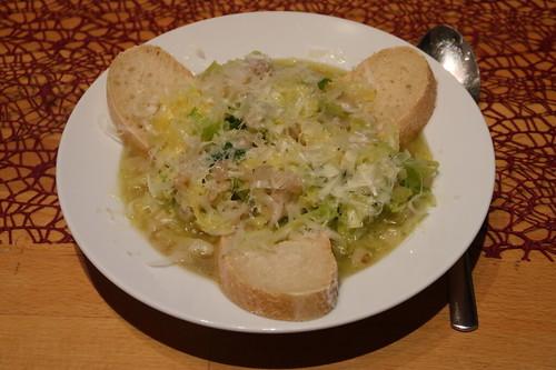Italienische Wirsingsuppe mit Brot und Parmesan (mein 1. Teller)