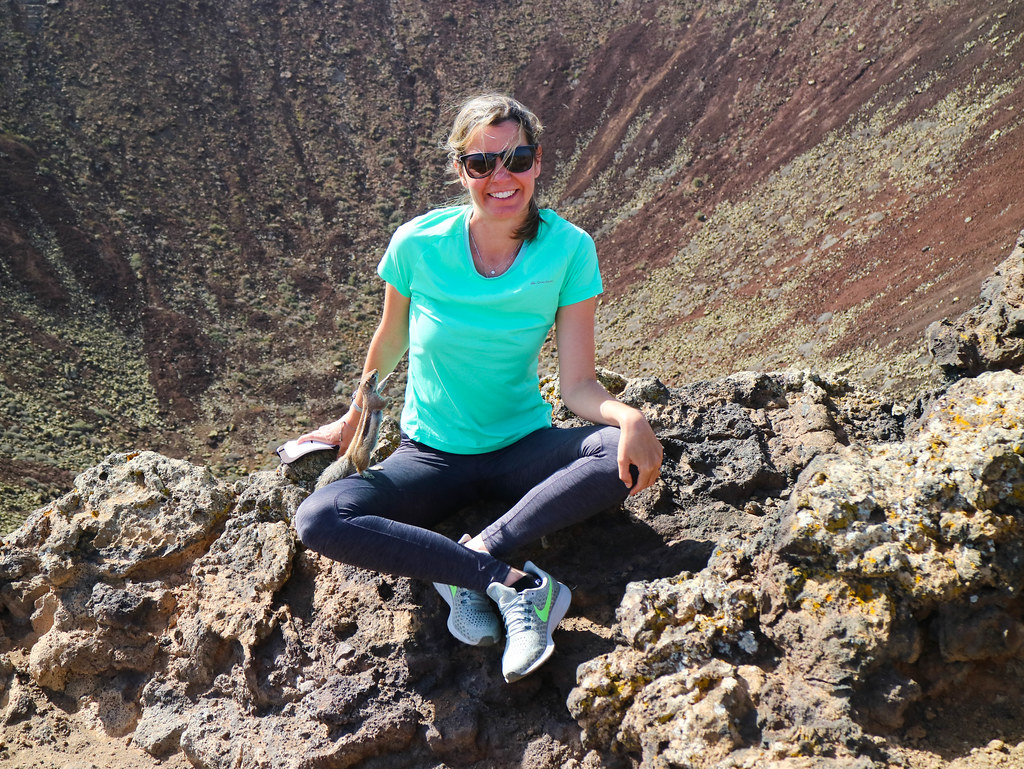 Caminando hasta el cráter del volcán Calderón Hondo