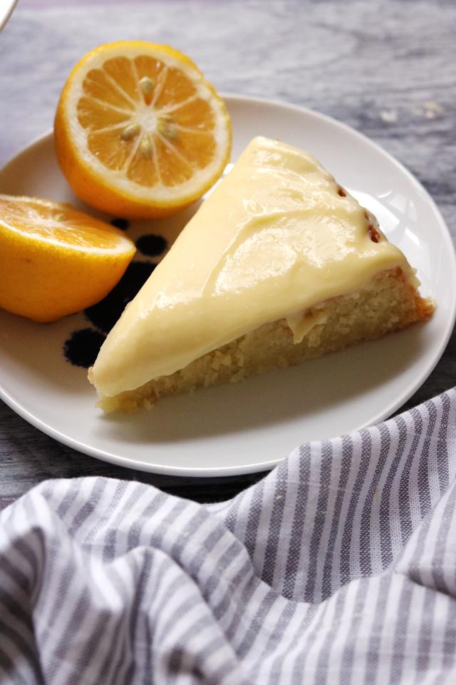 Lemon and Almond Streamliner Cake