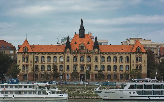The Stredna Priemyselna Skola, Nikon D7100, AF-S VR Zoom-Nikkor 70-200mm f/2.8G IF-ED