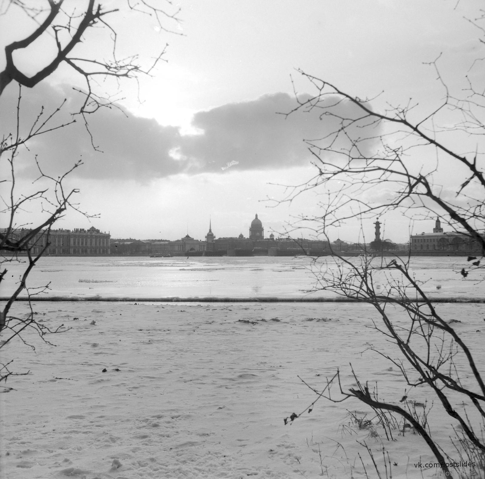 1982. Вид в сторону Дворцового моста..