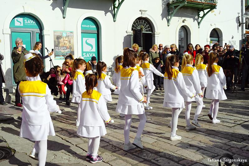 Танец маленьких мажореток