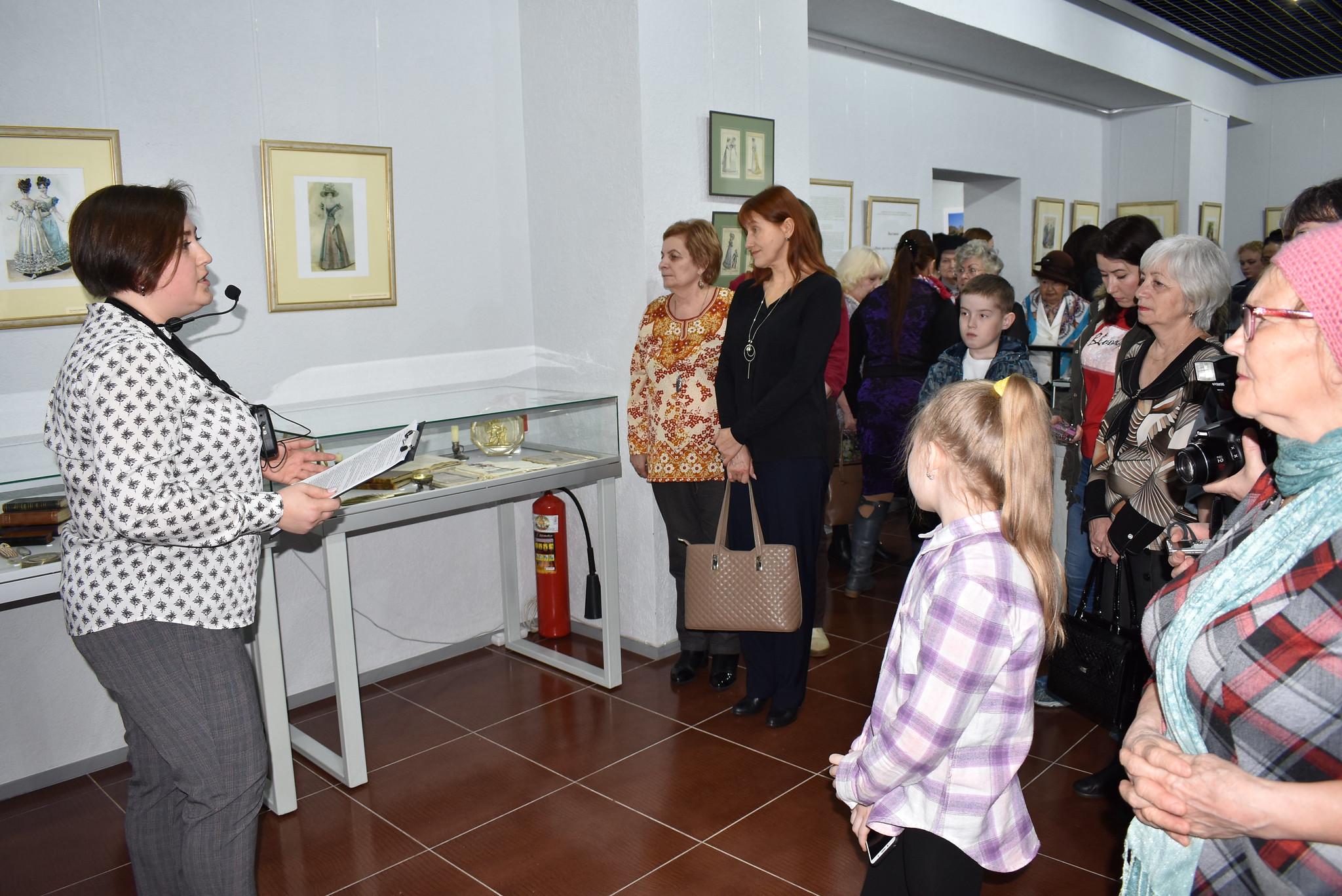28 марта в Елабужском государственном историко-архитектурном и художественном музее-заповеднике» состоялось открытие выставки: «Мода, престол которой в Париже…»