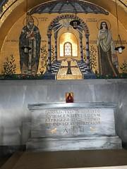 La chapelle des larmes et sa pierre