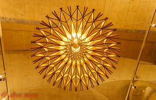 Vista per sota de la lampara al Ateneu Barcelones