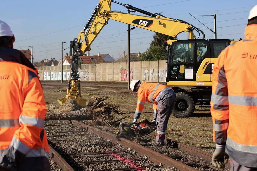 1ère pierre et 1er rail pour la nouvelle plateforme de formation aux métiers du ferroviaire à Aubergenville