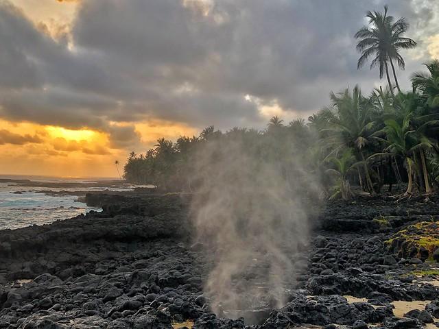 Furna en el sur del islote de Rolas (Santo Tomé y Príncipe)