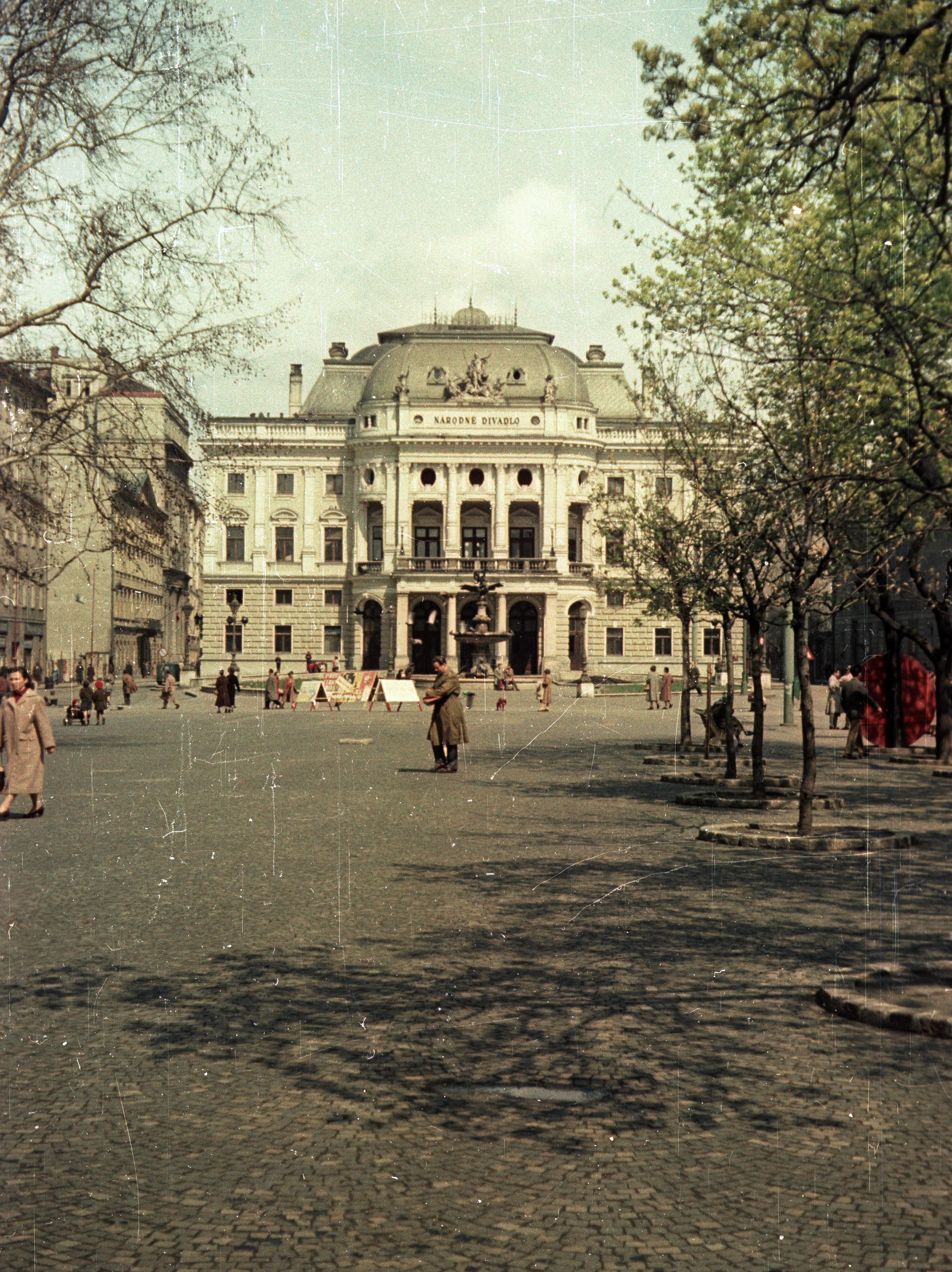 Братислава.  Площадь Гвездослава. Национальный театр