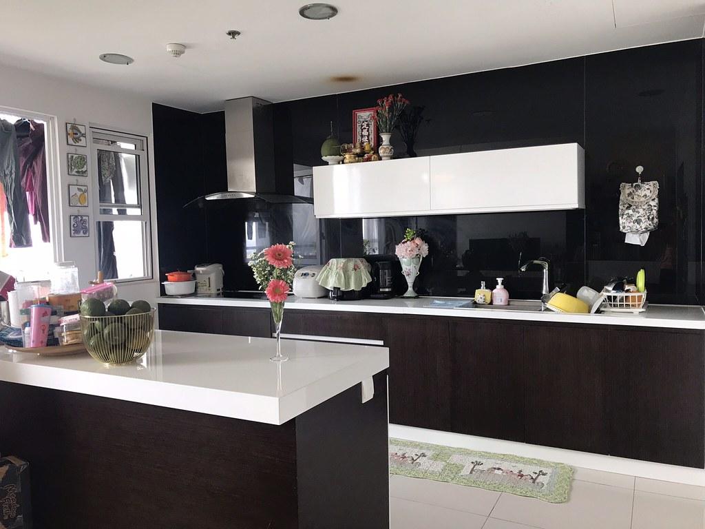 Bếp đã trang bị đầy đủ nội thất và thiết bị hiện đại.