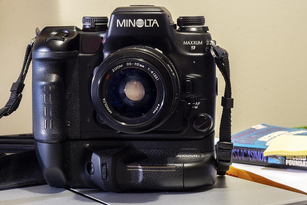 Camera Review Blog No. 106 - Minolta Maxxum 9