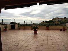 Fabulosa terraza de 162 m2 con maravillosas vistas al mar, situado en Primera línea de playa en un enclave muy exclusivo.  Solicite más información a su inmobiliaria de confianza en Benidorm  www.inmobiliariabenidorm.com