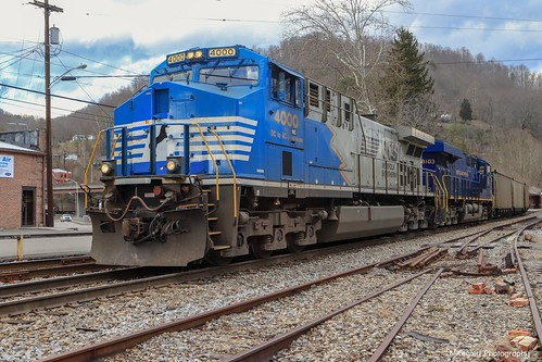 NS U47 in Appalachia, VA making their moves in Andover Yard to sit off a Caboose.