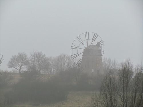 20110316 0203 251 Jakobus Eckartsberga Nebel Bäume Windmühle