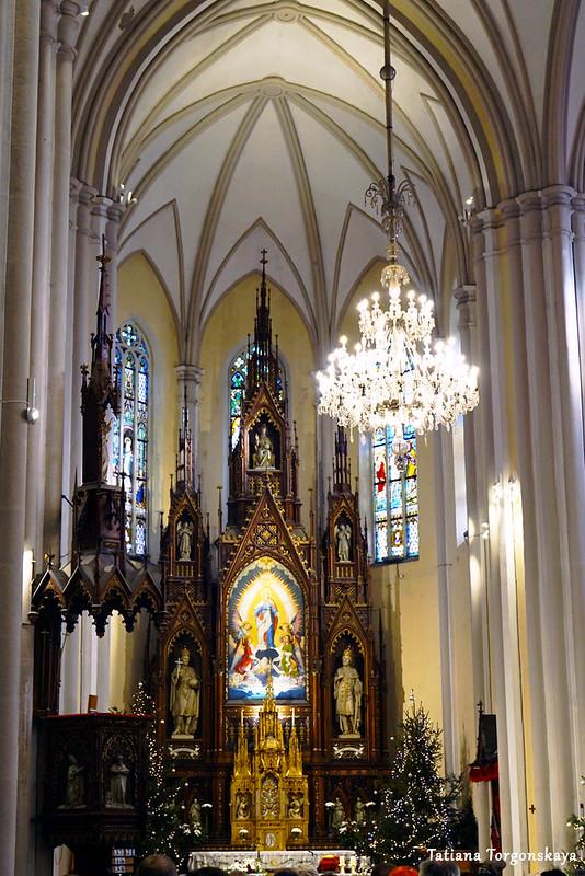 Убранство храма Девы Марии