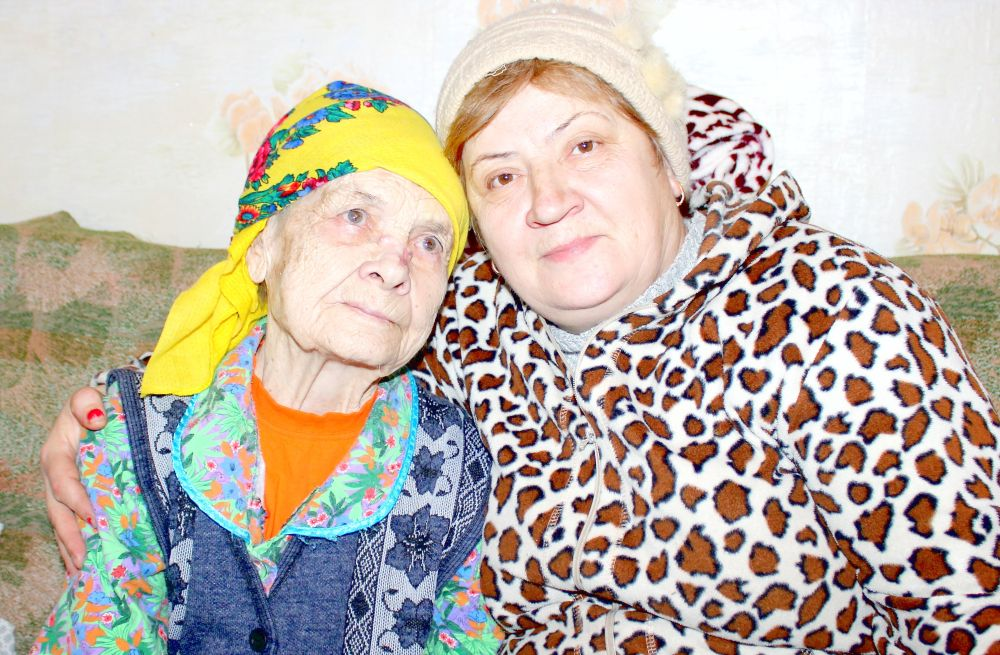 Евдокия Карповна Соловьёва с дорчерью Галиной