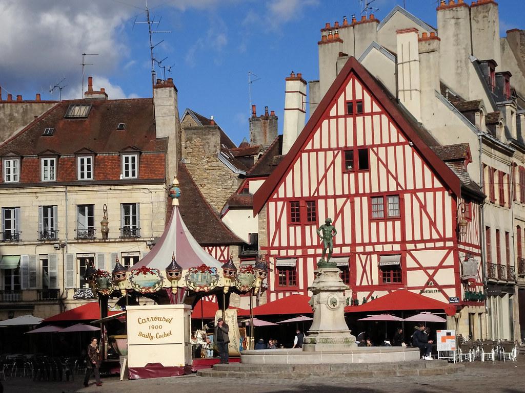 Des Annonces Et Des Plans Cul Gay Dans La Région De Poitou-Charentes