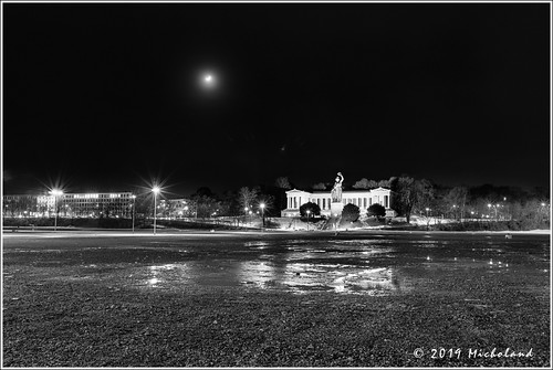 Empty Theresienwiese @night | by Micholand