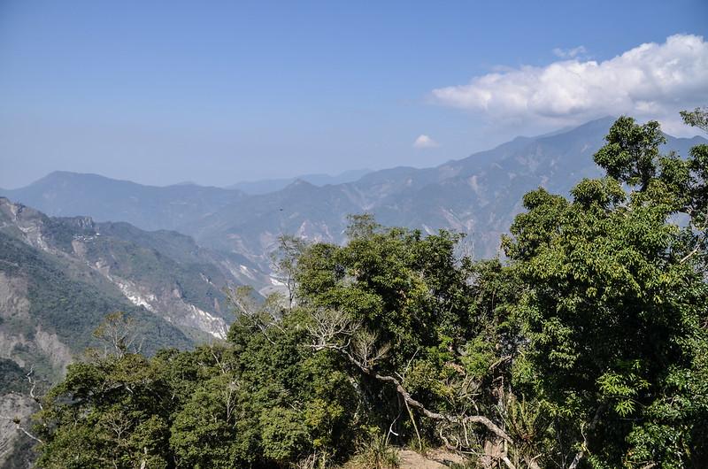 亞泥笛山腰(1420 m)西北眺群山 3