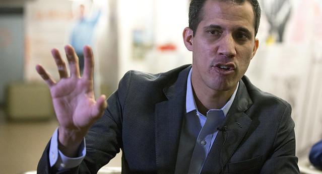 EUA ameaçam reconhecer Guaidó como presidente da Venezuela; oposição está dividida