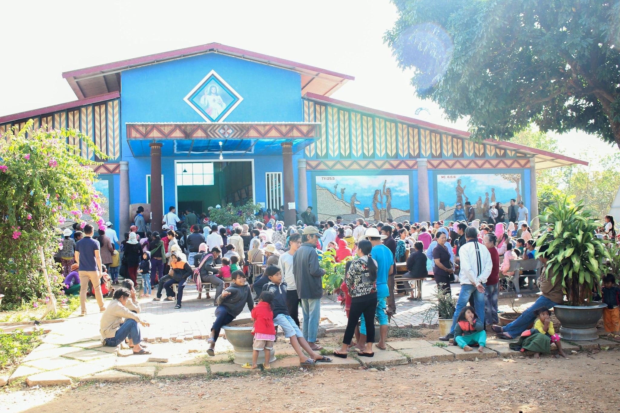 Caritas TGP Sài Gòn Khám bệnh cho người nghèo tại Kontum