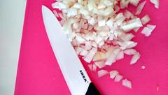 Cebolla y el cuchillo para picarla