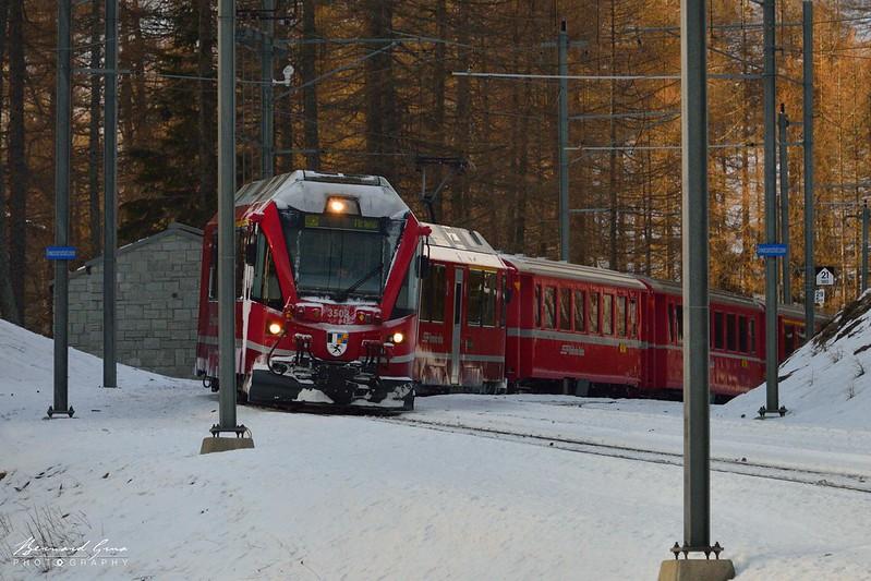 Lacets entre le plateau de Cavaglia et l'Alp Grüm - Bernina Express -  Voyage Bernard Grua - Rhätische Bahn, Chemins de fer rhétiques