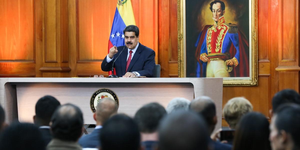 Presidente Maduro: Me aferro a la Constitución para defender la paz de Venezuela y derrotar el golpe de Estado