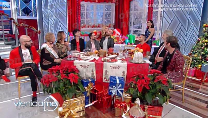 La gaffe in diretta di Caterina Balivo: 'Buon anno Fabrizio Frizzi!'