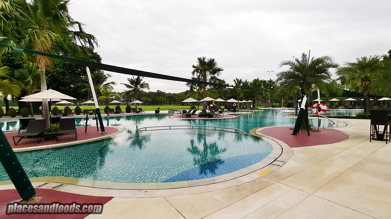 eastin thana city resort pool