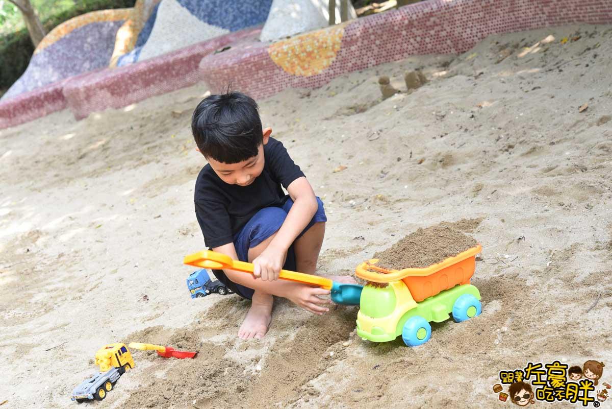 高雄親子旅遊 兒童美術館沙池-2