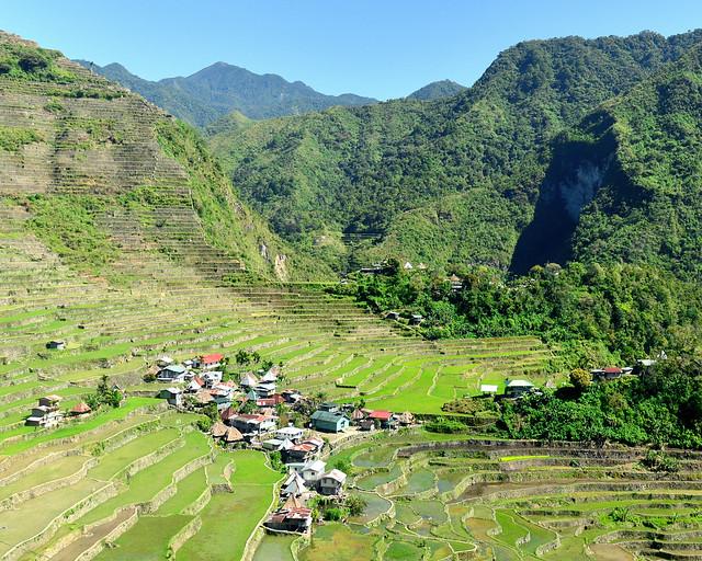 Batad en mitad del valle de arrozales