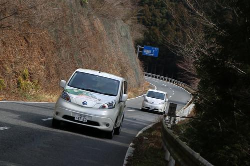いわき市田人地区を走る日産の電気自動車「e-NV200」