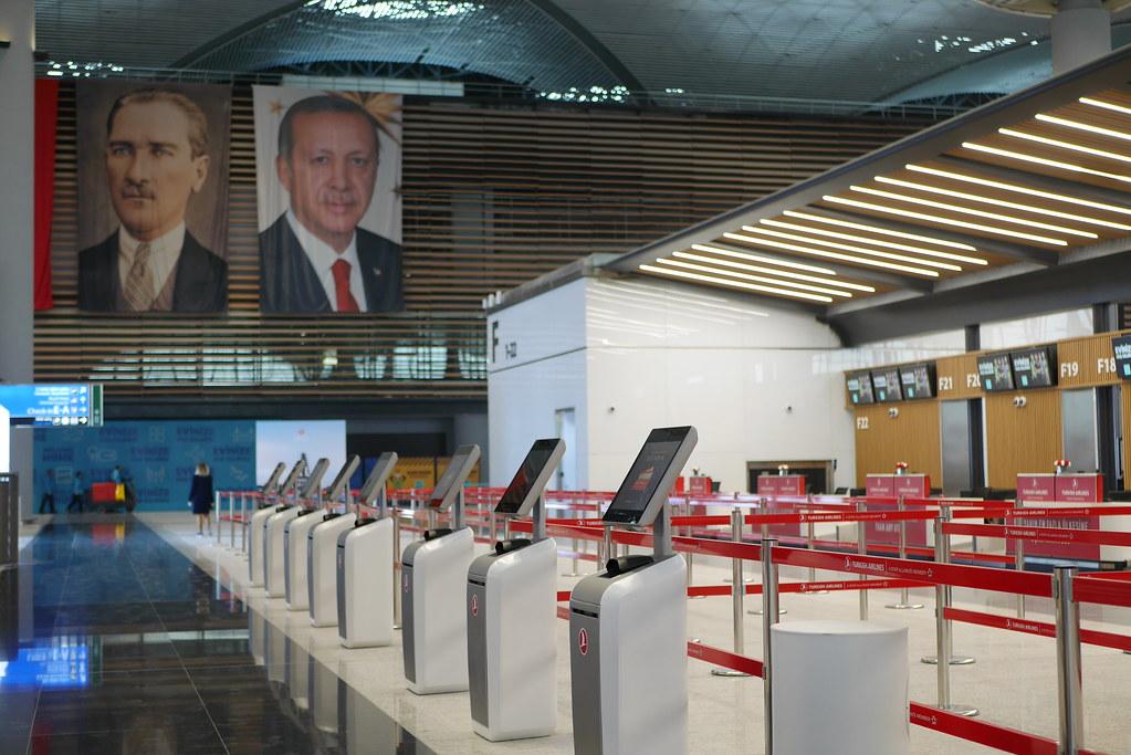 伊斯坦堡新机场-土航自助报到柜台