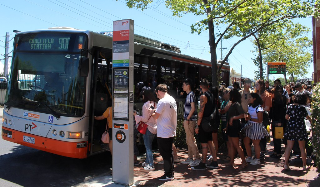 Queue for bus at Caulfield to Chadstone, Boxing Day 2018