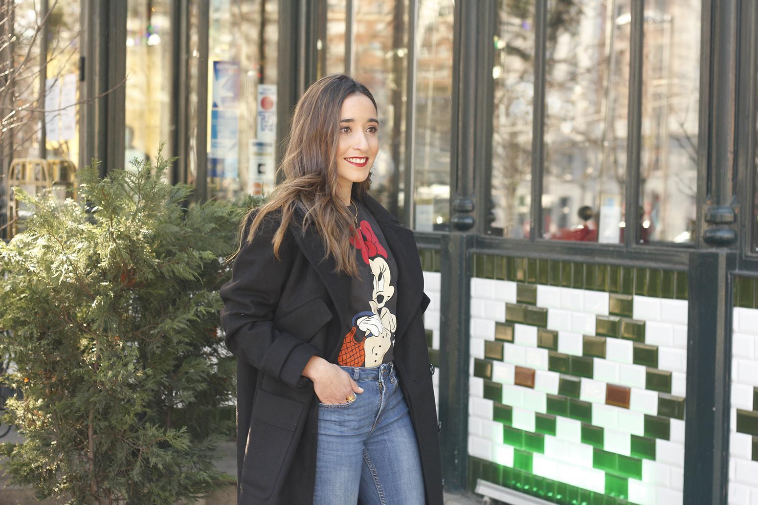 black trench coat amazon fashion minnie t-shirt louis vuitton bag uterqüe street style outfit 201916
