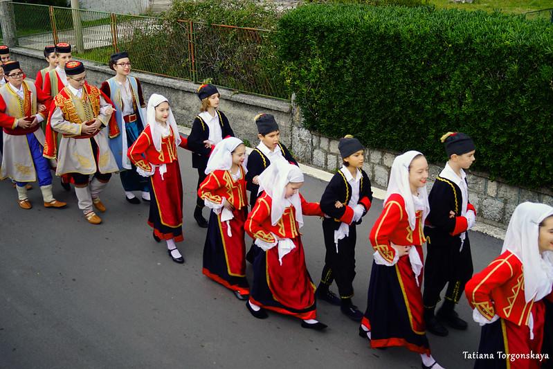 Шествие фольклорного коллектива