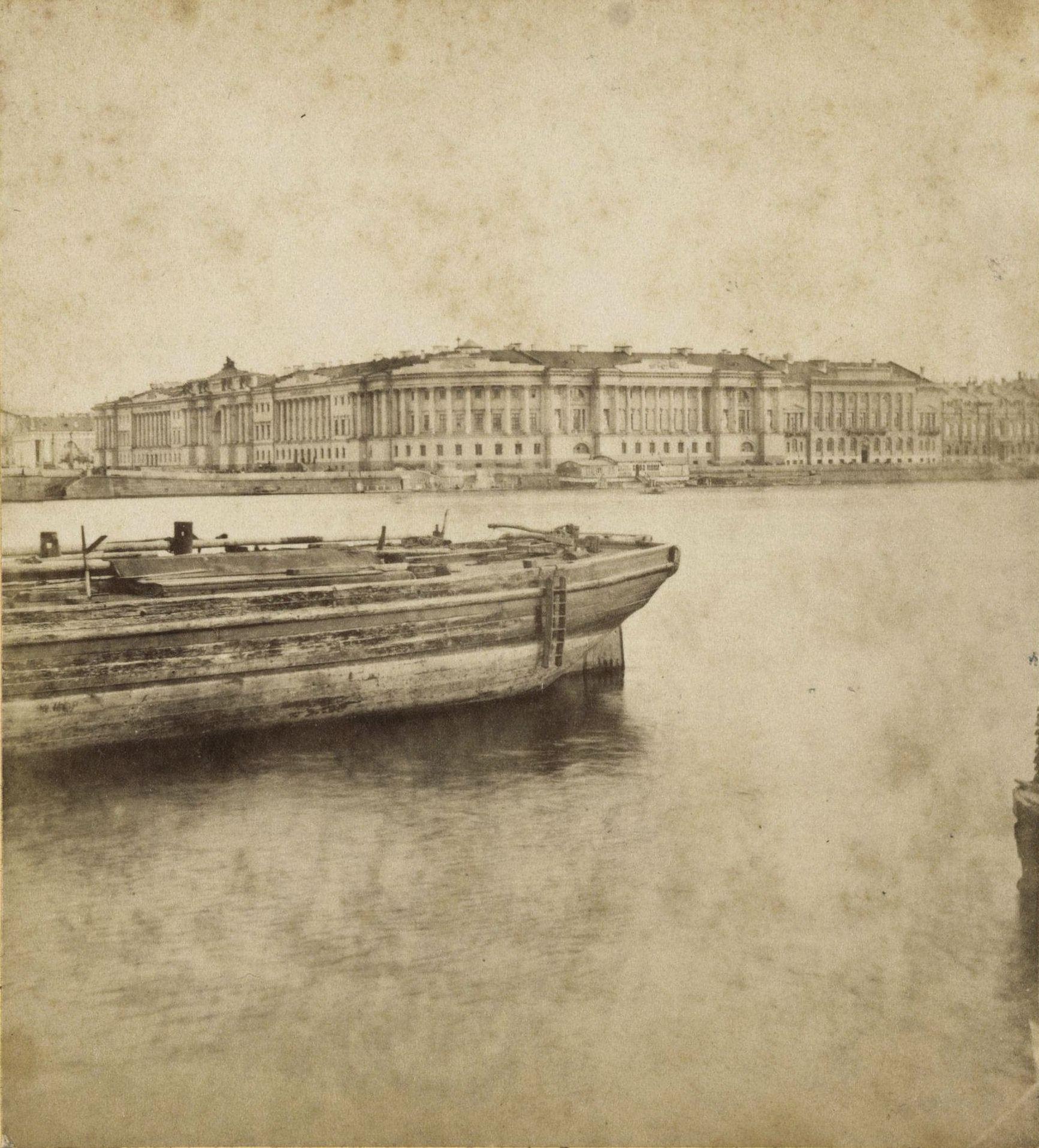 Сенат и Синод с Васильевского острова