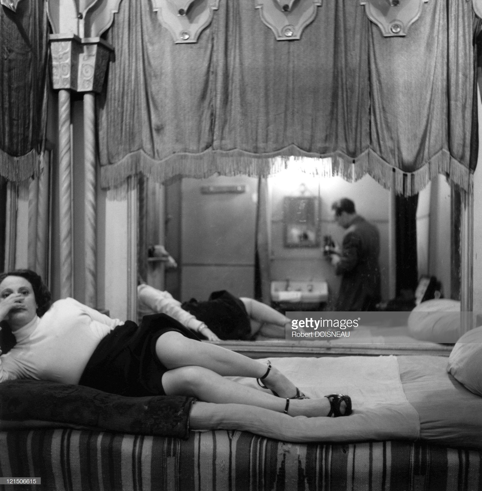 1952. Проституция в Париже